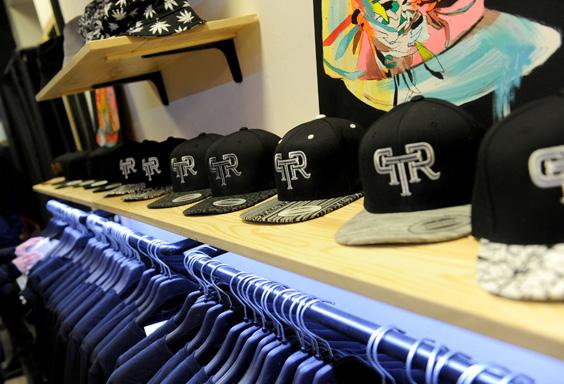 ontact-printoria-snapback-clothing-streetwear-torino-shop-tshirts-clothingbrand-streetclothing-magliette