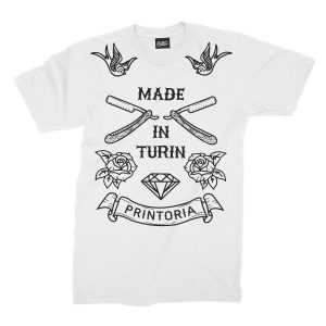 maglietta-bianca-made-in-turin-old-school-tattoo-white-t-shirt-stampa-grafica-nera-graphic-print-black