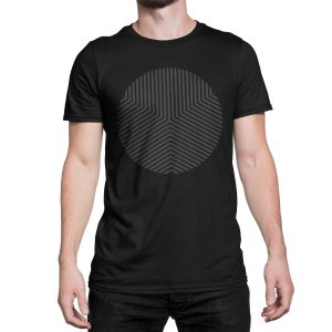 vestita-maglietta-nera-circle-edge-black-t-shirt-stampa-grafica-nera-graphic-print-black